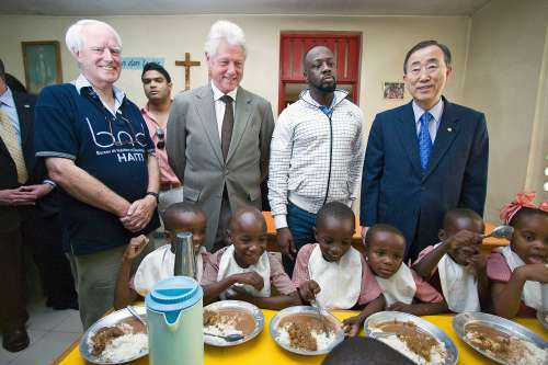 UN Secretary General Ban Ki-moon, former US President Bill Clinton and singer Wyclef Jean visit a class room