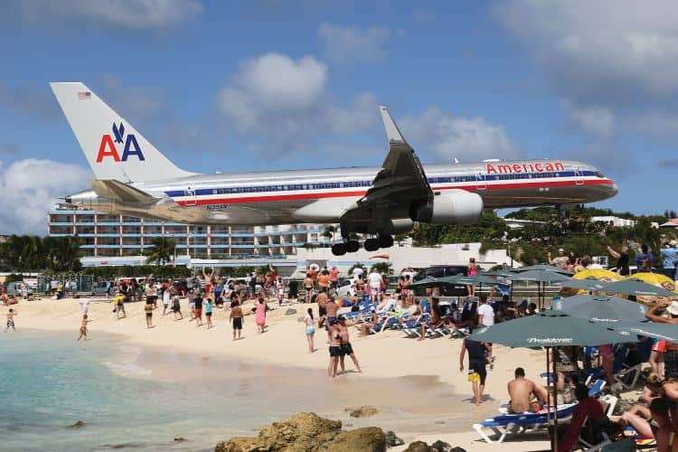 An American Airlines Boeing 757 approaching St. Martin.