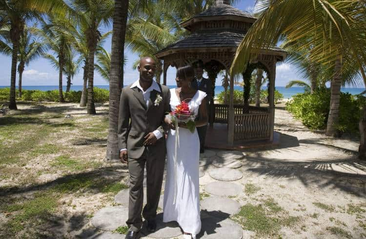 Wedding at Galley Bay. Photo: Antigua and Barbuda Tourism Authority