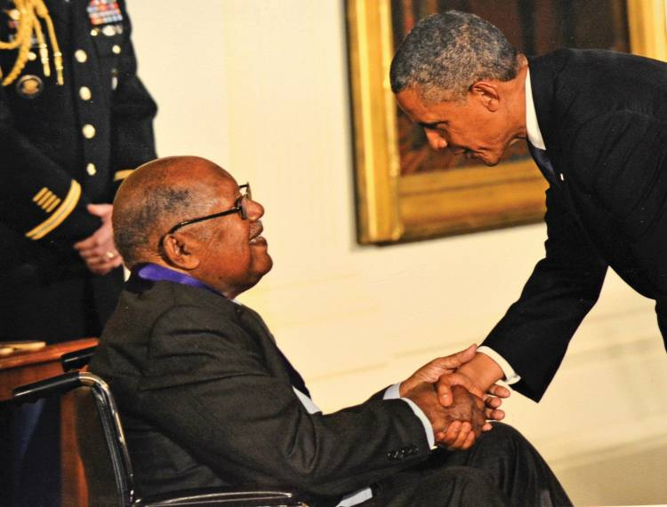 Ernest Gaines receiving the National Medal of Arts from President Barack Obama