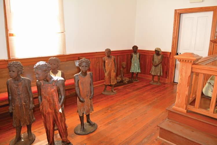 Statues by Woodrow Nash at the Whitney Plantation