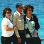 30 Rhonda, Papa, Lynn on the beach